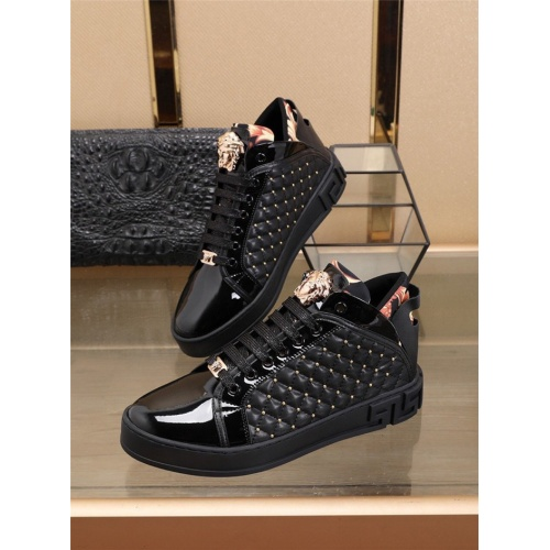 Versace Casual Shoes For Men #829923