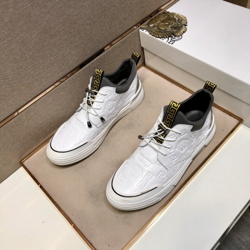 Versace Casual Shoes For Men #832047