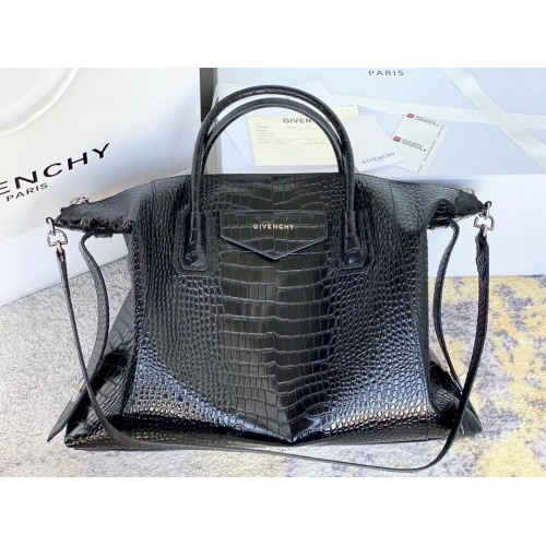 Givenchy AAA Quality Handbags For Women #833846