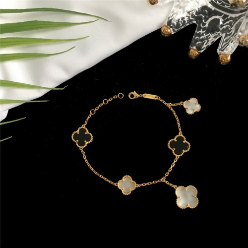 Van Cleef & Arpels Bracelets For Women #835359