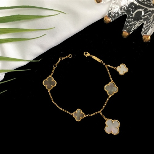 Van Cleef & Arpels Bracelets For Women #835360