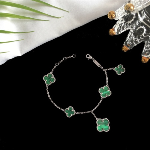Van Cleef & Arpels Bracelets For Women #835368