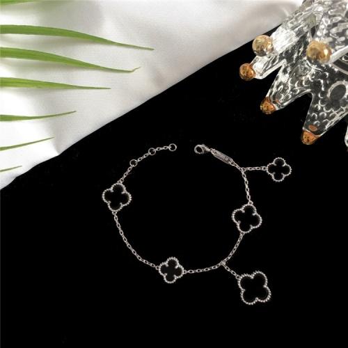 Van Cleef & Arpels Bracelets For Women #835369