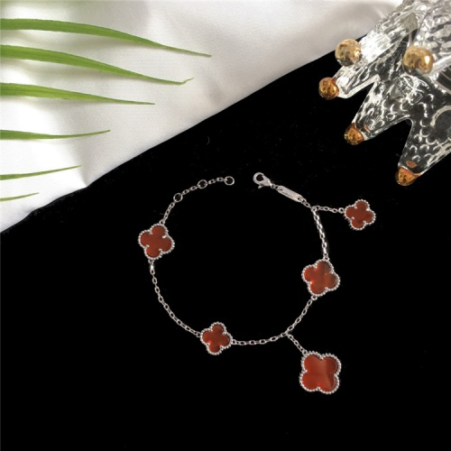 Van Cleef & Arpels Bracelets For Women #835371