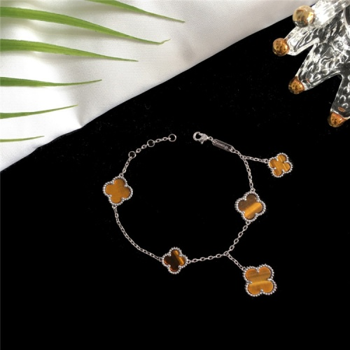 Van Cleef & Arpels Bracelets For Women #835372