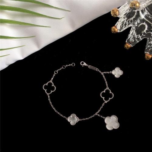 Van Cleef & Arpels Bracelets For Women #835375