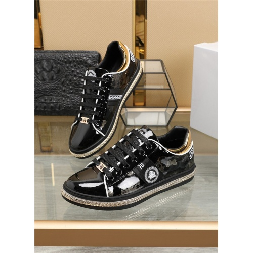 Versace Casual Shoes For Men #836069