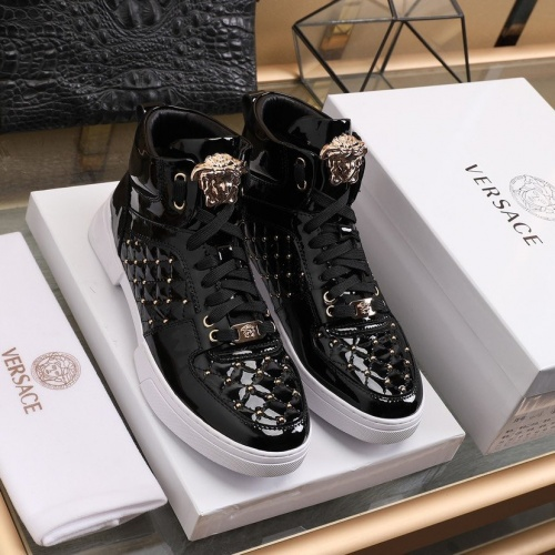 Versace High Tops Shoes For Men #837126