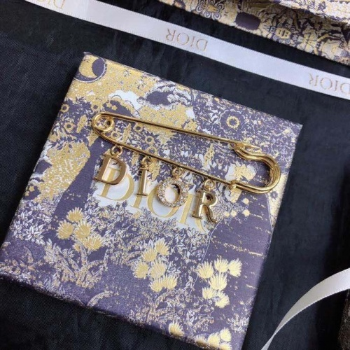 Christian Dior Brooches #837339