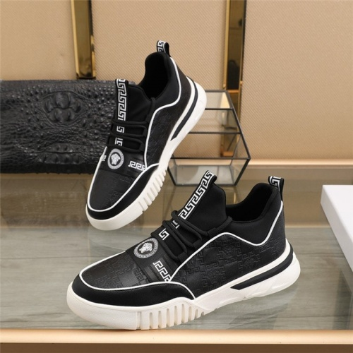 Versace Casual Shoes For Men #838338
