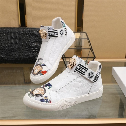 Versace Casual Shoes For Men #839571