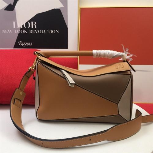 LOEWE AAA Messenger Bags For Women #843608