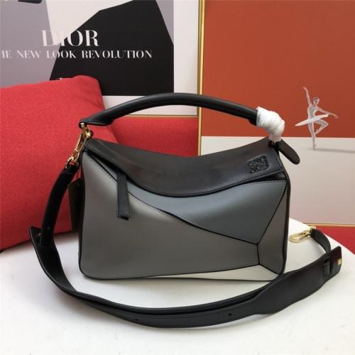 LOEWE AAA Messenger Bags For Women #843610