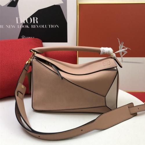 LOEWE AAA Messenger Bags For Women #843611