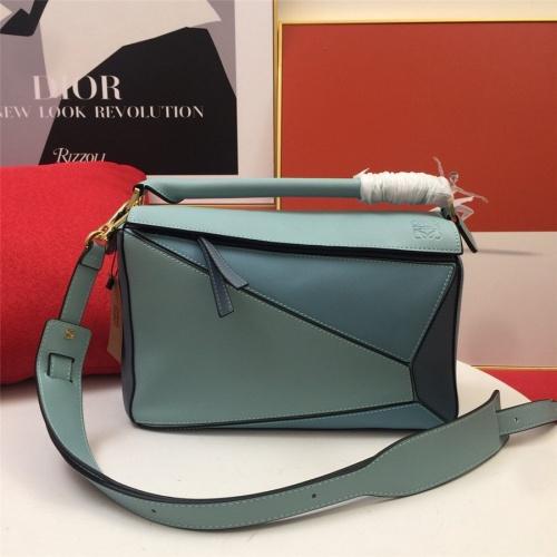 LOEWE AAA Messenger Bags For Women #843612