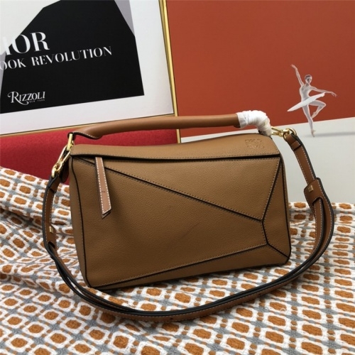 LOEWE AAA Messenger Bags For Women #843613