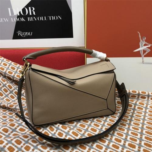 LOEWE AAA Messenger Bags For Women #843614