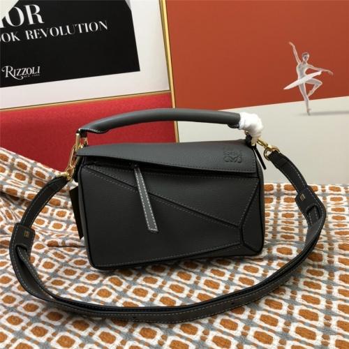 LOEWE AAA Messenger Bags For Women #843615