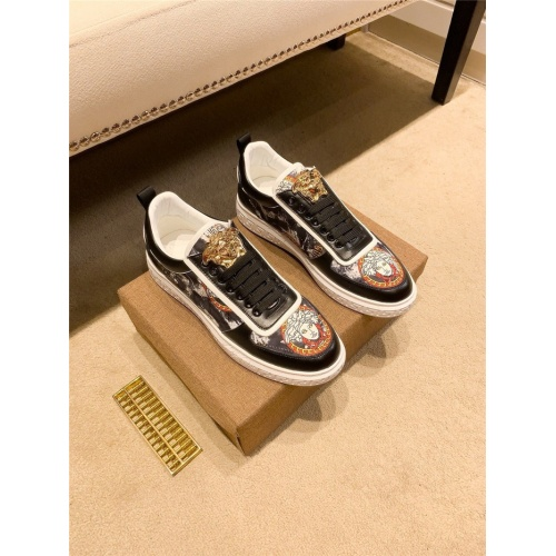 Versace Casual Shoes For Men #843650