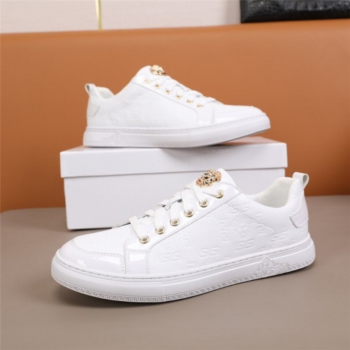 Versace Casual Shoes For Men #844840