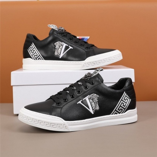 Versace Casual Shoes For Men #844843