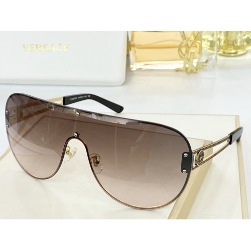 Versace AAA Quality Sunglasses #846399