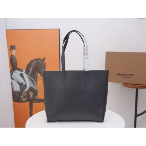 Burberry AAA Handbags For Women #846488