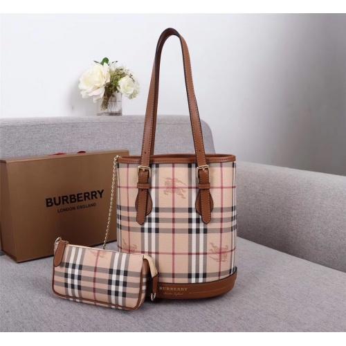 Burberry AAA Handbags For Women #846499