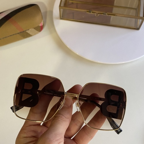 Burberry AAA Quality Sunglasses #847997