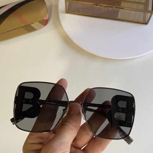Burberry AAA Quality Sunglasses #847999