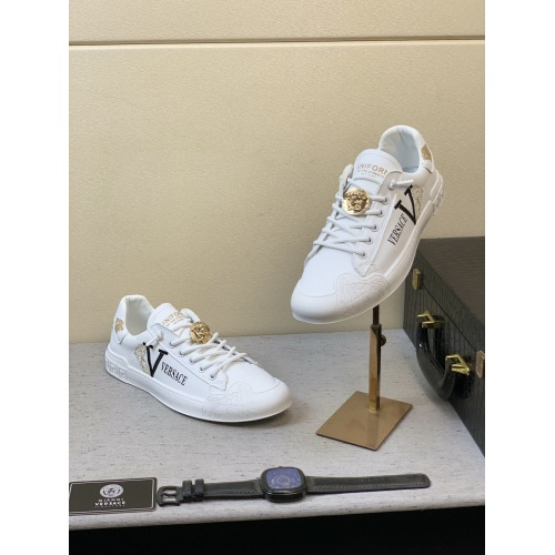 Versace Casual Shoes For Men #848132