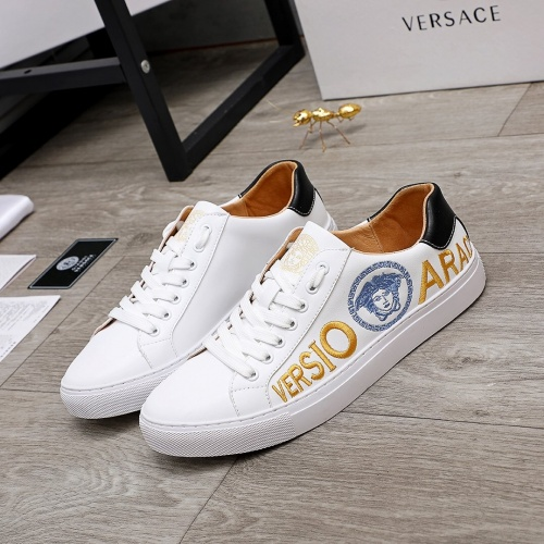 Versace Casual Shoes For Men #848136