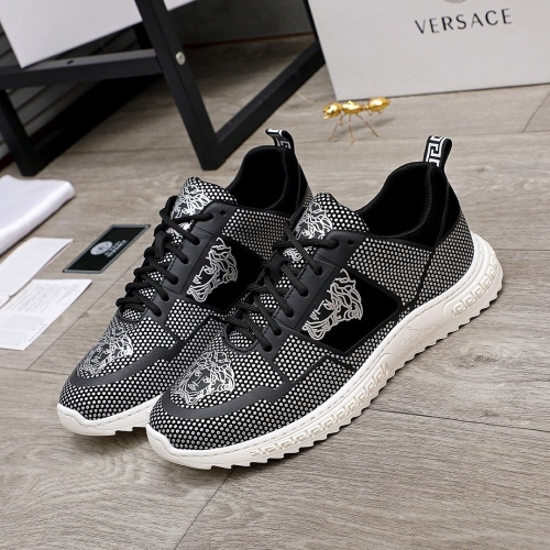 Versace Casual Shoes For Men #848140