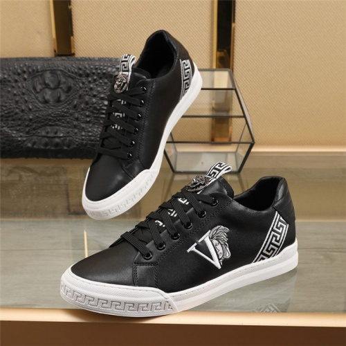 Versace Casual Shoes For Men #848168