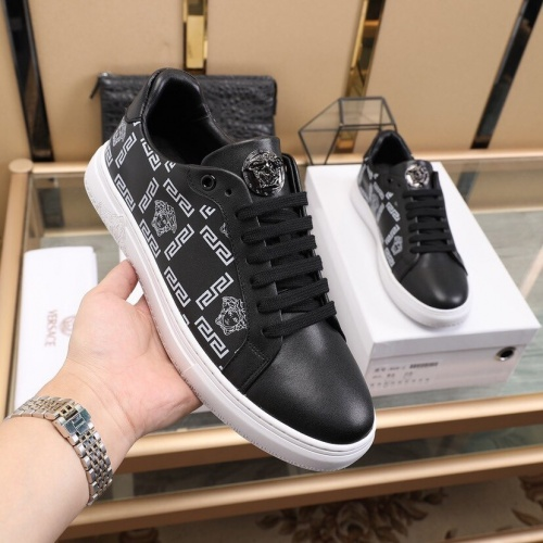 Versace Casual Shoes For Men #848225