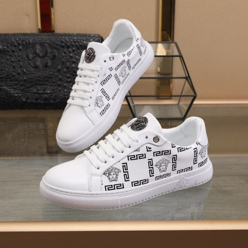 Versace Casual Shoes For Men #848226