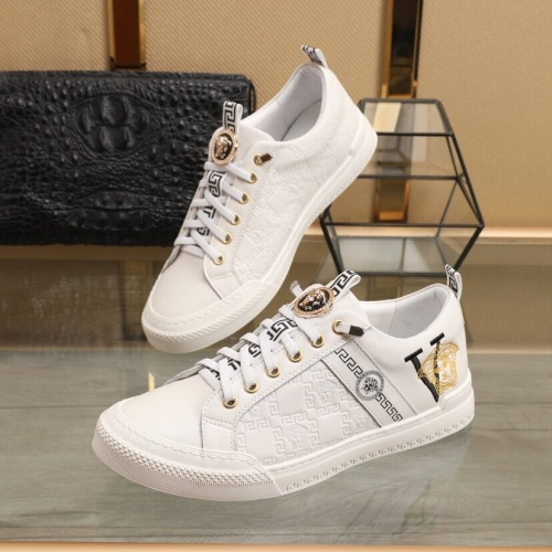 Versace Casual Shoes For Men #849724