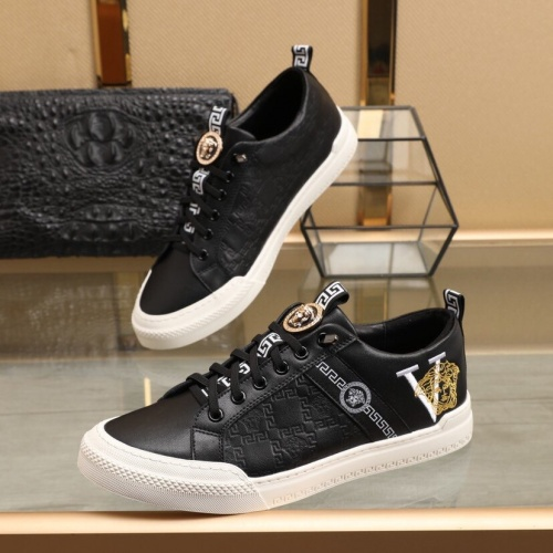 Versace Casual Shoes For Men #849725