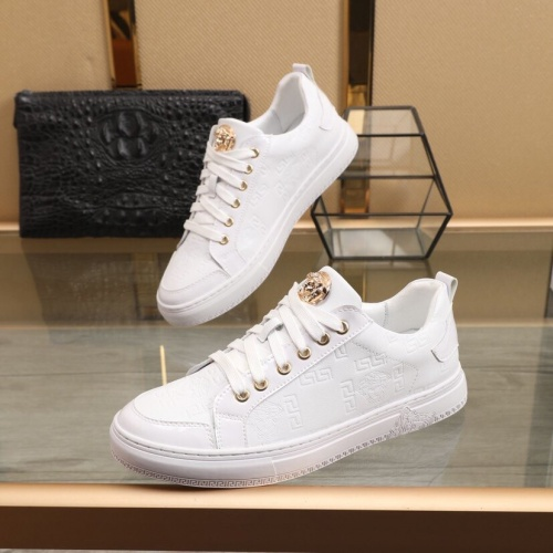 Versace Casual Shoes For Men #850389