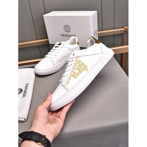 Versace Casual Shoes For Men #850398