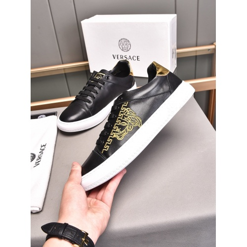 Versace Casual Shoes For Men #850399