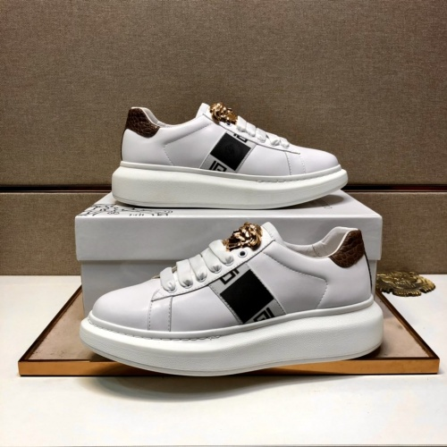 Versace Casual Shoes For Men #851573