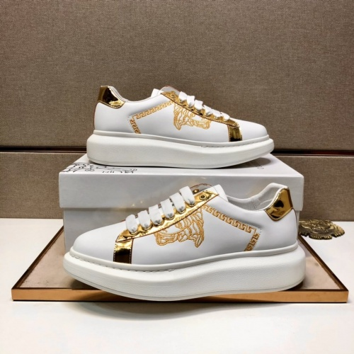 Versace Casual Shoes For Men #851574