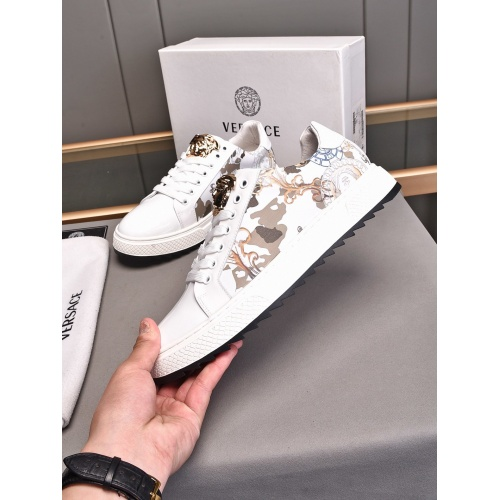 Versace Casual Shoes For Men #855025