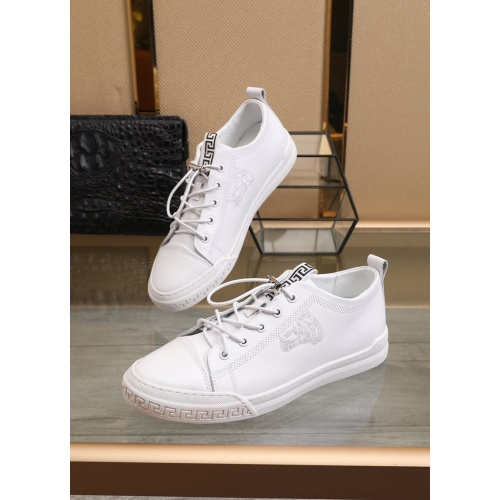 Versace Casual Shoes For Men #855097