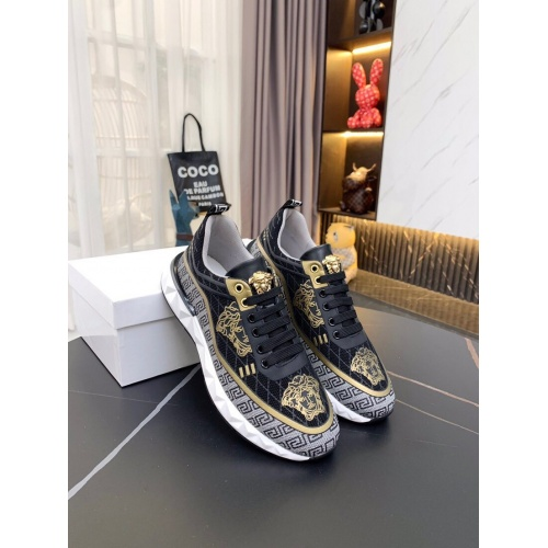 Versace Casual Shoes For Men #857582