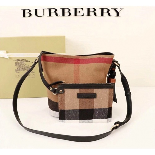 Burberry AAA Messenger Bags For Women #858282