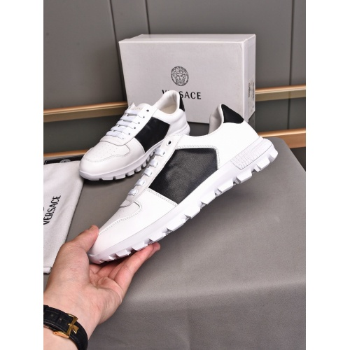 Versace Casual Shoes For Men #858382