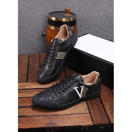 Versace Casual Shoes For Men #859014