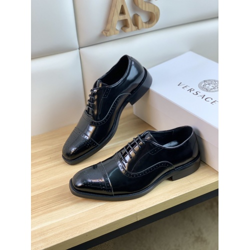 Versace Leather Shoes For Men #859215